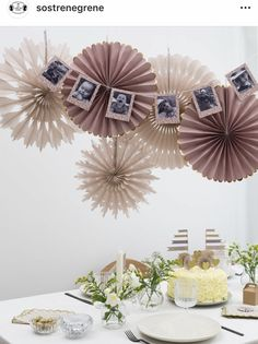 Decorate festively with colorful paper fans that will let your party decorations reach new heights. Create an exciting expression by… Black And Gold Balloons, White Balloons, Confetti Balloons, Happy New Year Banner, Paper Fan Decorations, Diy Tassel Garland, Gatsby Themed Party, Nye Party, Paper Fans