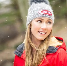 She looks so much younger here Mikaela Shiffrin, Lindsey Vonn, Us Olympics, Ski Racing, Patagonia Better Sweater, Alpine Skiing, Pretty Females, Trending Hairstyles, Ski And Snowboard