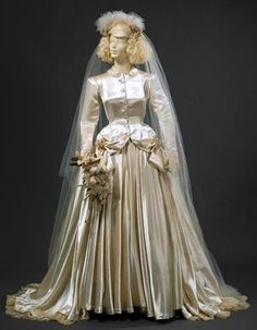 Cream silk satin wedding dress with white silk tulle veil. Vintage Bridal, Vintage Weddings, 1940s Wedding, Vintage Style Outfits, Vintage Fashion, Bridal Gowns, Wedding Gowns, Fashion History, 1940's Fashion