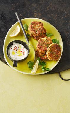Linsen-Falafel: Linsen kochen und mit kleingeschnittenen Zwiebel, Koriander (Petersilie) zu kleinen Küchlein formen.