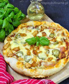 Przepis na pizzę na cienkim cieście z sosem pomidorowym, kurczakiem i pysznymi dodatkami.