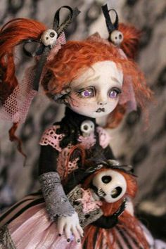 I dig this dolls hair and her lips are perfect so are the skulls in her bows Her little black fingernails are very fitting with her outfit..