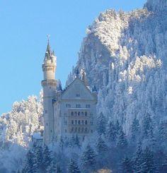 Neu Schwanstein Castle - Neuschwanstein, Bayern, Germany