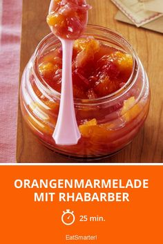 Orangenmarmelade mit Rhabarber - schnelles Rezept - einfaches Gericht - So gesund ist das Rezept: 5,9/10   Eine Rezeptidee von EAT SMARTER   Einkochen, Obst, Diät, Konservieren, Marmeladenglas #südfrucht #rezepte