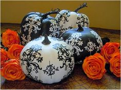 I love these black and white pumpkins!  They are an elegant way to bring black into your Halloween décor.
