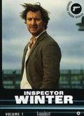 Inspecteur Erik Winter van de politie in Göteborg is een bekendere creatie van Ake Edwardson, omdat een televisieserie over zijn werkzaamheden gemaakt is.