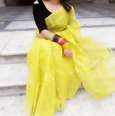 Handloom Saree, Silk Sarees, Blouse Patterns, Blouse Designs, White Salwar Suit, Indian Fashion, Womens Fashion, Sari Blouse, Indian Attire