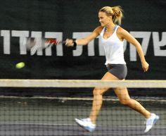 Celebrities That Play Tennis | ... /AAAAAAAAIuk/7lSMfhIO02g/s1600/Bar_Refaeli_playing_tennis.jpg
