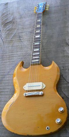 Alquier SG Junior Custom Special Relic-love the simplicity Sg Guitar, Guitar Pics, Music Guitar, Guitar Amp, Cool Guitar, Acoustic Guitar, Guitar Images, Unique Guitars, Custom Guitars
