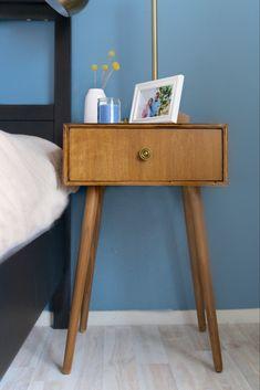 The post appeared first on Slaapkamer ideeën. Dark Cozy Bedroom, Bedroom Red, Cute Bedroom Decor, Bedroom Crafts, Diy Nightstand, Nightstands, Diy Dog Bed, Bedroom Layouts, Peek A Boos