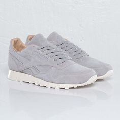 Reebok - Classic Leather Lux - - Sneakersnstuff, sneakers & streetwear online since 1999 Sneakers N Stuff, Shoes Sneakers, Women's Shoes, White Sneakers, Roshe Shoes, Golf Shoes, Sports Shoes, Tenis Vans, Zapatillas Casual