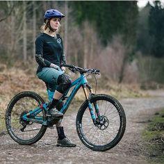 Mountain Biking Women, Road Bike Women, Bicycle Women, Bicycle Girl, Downhill Bike, Mtb Bike, Road Bike Accessories, Motocross, Sport Bikes