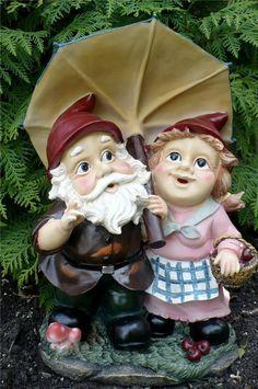 15 IN. GARDEN GNOME MAN/LADY COUPLE UNDER UMBRELLA YARD FIGURINE DECORATION ELF