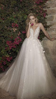 Courtesy ofDany Mizrachi wedding dresses; www.danymizrachi.com