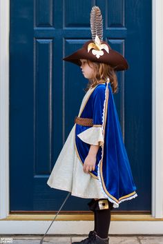 Sewing Like Mad: Halloween 2015 - Girl Musketeer