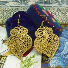 Portugal folk Viana hearts filigree style gold tone earrings dangle. Upgraded by me and inspired in the real gold Portuguese folk jewelry earrings used by the country women in Minho, north of Portugal.$28.00...#madeinPortugal#portuguesejewelry#vianaheart#portuguesefolkart#filigreeheartearrings#portugaljewelry#bigheartdangles