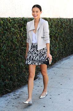 Meninas, existem algumas saias que nunca saem de moda e outras que já deixam o resultado mais moderno e atual!Para você não errar na hora da compra e...