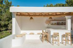 Ibiza living: Ibiza homes – Can Olivos Beach Bathrooms, Outdoor Bathrooms, Mediterranean Homes, Mediterranean Architecture, Terrace Garden, Lounge Areas, Cheap Home Decor, Home Remodeling, Outdoor Living