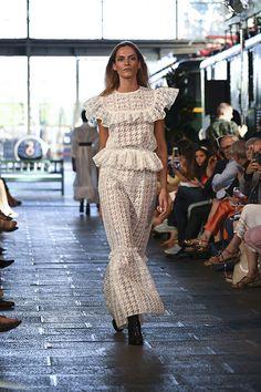 Juana Martín: la diseñadora cordobesa nos lleva de 'crucero' con una colección solidaria. #mbfw #fashionweek #fashion #moda #desfile