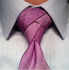 The Eldredge Knot. just cause i think it looks cool. not that i think i could get jon to wear a tie. Looks Style, Looks Cool, My Style, Sharp Dressed Man, Well Dressed Men, Foto Fashion, Mens Fashion, Guy Fashion, Eldridge Knot