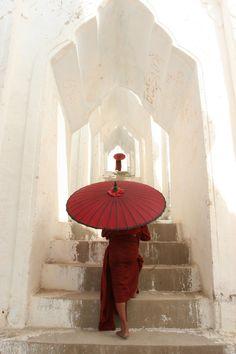 Umbrella - photo by Steve McCurry Steve Mccurry, Red Umbrella, Under My Umbrella, Japan Kultur, Buddha, World Press Photo, Myanmar Travel, Burma Myanmar, Umbrellas Parasols