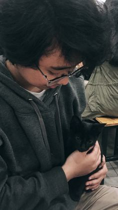 She loves cats // Richiie // backie