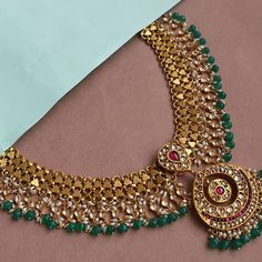 The Seriously Good Looking Antique Jewelleries Are Here South India Jewels Antique Jewellery Designs, Gold Jewellery Design, Antique Jewelry, Gold Jewelry, Beaded Jewelry, Jewelry Armoire, Jewelry Accessories, Indian Wedding Jewelry, Indian Jewelry Sets