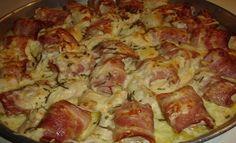 Μία πρόταση για μπουφέ, ορεκτικό ή ακόμα και κυρίως πιάτο. Υλικά 3 φιλέτα στήθος κοτόπουλου 300 γρ. μπέικον σε λωρίδες 1 φλιτζάνι του τσαγιού κασέρι τριμμένο 1 φλιτζάνι του τσαγιού γραβιέρα Νάξου τριμμένη 3 κλωναράκια φρέσκο δενδρολίβανο ψιλοκομμένο 1 κρεμμύδι ξερό κομμένο στα τέσσερα 1 κρέμα γάλακτος 1 καρότο κομμένο