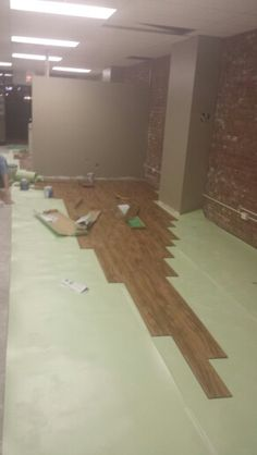 Putting the floor down in the new office 11.08.14