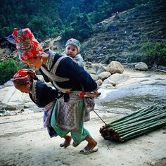 A #Vietnamese ethnic Dao minority woman is seen pulling bamboo trees while carrying her baby with a little help from her elder daughter on the road in a #remotevillage in the mountainous area of Lao Cai province, 400km north west of Hà Nội, Việt Nam.  #dailylife #everydayeverywhere #everydayvietnam #street #streetphotographer #Vietnam #streetphotography #streetstyle #streetshot #igdaily #nofilter #ig_worldphoto #ig_global_life #travelgram #instagram #instalike #instadaily #ig_mood…