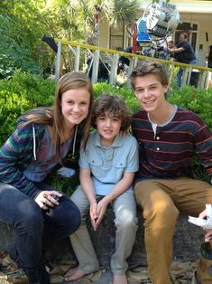 Colin Ford and Mackenzie Lintz - under the dome with the little diabetic kid