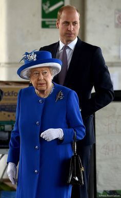 Queen Elizabeth II and the Duke of Cambridge arrive to meet members of the community affected by the fire at Grenfell Tower in west London during a visit to the Westway Sports Centre Hm The Queen, Royal Queen, Her Majesty The Queen, George Of Cambridge, Duchess Of Cambridge, Kate Middleton, Prinz Philip, Reine Victoria, Royal Uk