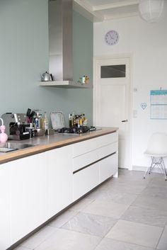 keuken | wit | greeploos | hout | strak | design | RVS | inspiratie