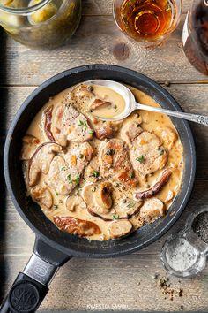 Polędwiczki wieprzowe w sosie borowikowym Pork tenderloin in mushroom sauce Pork Recipes, Chicken Recipes, Cooking Recipes, Healthy Recipes, Delicious Recipes, Good Food, Yummy Food, Pork Dishes, Dinner Menu