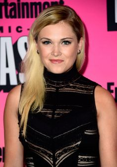 Eliza Taylor attends theEntertainment Weekly's Comic Con Bash http://celebs-life.com/eliza-taylor-attends-theentertainment-weeklys-comic-con-bash/  #elizataylor