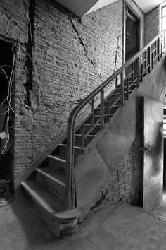 鎖在樓梯間裡的老上海