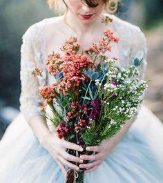 bold wildflower bouquet from @terroir_bespoke . . photo @teribphotography top @bhldn tulle skirt @elenacollectionla . . . #thatsdarling #bouquet #bridalbouquet #somethingblue #tulleskirt #frenchwedding #bhldnweddings #frenchwedding #weddingflowers #blooms #ruffledblooms #wildflowers #pursuepretty #ruffledvendor  Instagram Profile: @ruffledblog  Source/Origem: https://www.instagram.com/p/BWC5ZpVjGzh/