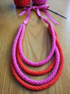 Crochet necklace crochet diy. Free tutorial for tube strands necklace.