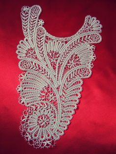 Волшебная, нежная, завораживающая взгляд кружевная вставка на платье.
