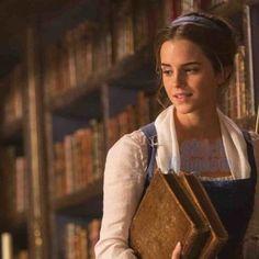 Olha que coisa mais linda! Bela com livros! E a clássica cena da dança!