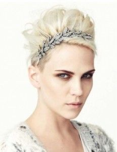 Super glam way to wear short hair. Great idea for the holidays. Accessories for short hair