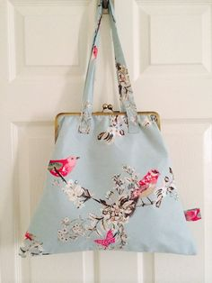 Shoulder Bag with 10 Metal Clasp with Birds on Duck Egg on Etsy, Patchwork Bags, Quilted Bag, Sacs Tote Bags, Sweet Bags, Frame Purse, Art Bag, Diy Purse, Bag Patterns To Sew, Drawstring Pouch