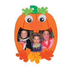 Kids will love to show off Halloween photos in these colorful frames! Fall Arts And Crafts, Halloween Arts And Crafts, Halloween Class Party, Halloween Kids, Halloween Photos, Halloween Pumpkins, Halloween Costumes, Grandparents Day Crafts, October Art