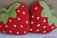 Felt Strawberry Picnic Pillow DIY PDF Pattern by sewlovetheday Cute Pillows, Baby Pillows, Throw Pillows, Bolster Pillow, Sewing Crafts, Sewing Projects, Felt Pillow, Sewing Pillows, Felt Crafts