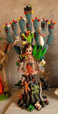 Skeleton Woman Nopal Mexico A nopal cactus grows from a skeletal woman in this majestic ceramic work by Concepcion Aguilar of Ocotlan de Morelos, Oaxaca Mexico (Photo by Karen Elwell) Mexico Day Of The Dead, Day Of The Dead Art, Mexican Crafts, Mexican Folk Art, Mexican Ceramics, Mexican Holiday, Mexico Art, Skull Art, Art Dolls