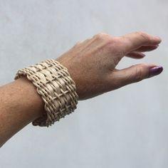 V proudu, weaving bracelet, rattan weaving, nature, woven, nature, natural