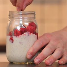 Lemon And Raspberry Overnight Oats Recipe by Tasty 268 calories per serving depending on milk and yogurt Raspberry Overnight Oats, Overnight Oatmeal, Breakfast Low Carb, Breakfast Recipes, Pancake Recipes, Dinner Recipes, Healthy Snacks, Healthy Recipes, Appetizer Recipes