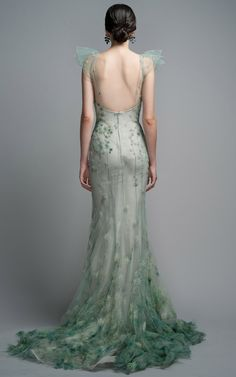 Water Green Gown- Spring Collection By Zac Posen, 2012 The devil's in the details Green Wedding Dresses, Formal Dresses, Beautiful Gowns, Beautiful Outfits, Mint Gown, Green Gown, Fairy Dress, Zac Posen, Pretty Dresses