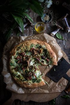 Health conscious pizza recipe that still tastes like great take away. mushroom pancetta and wild garlic pizza with cream cheese Quiches, Antipasto, Garlic Pizza, Best Homemade Pizza, Wild Garlic, Pasta, Food Pictures, Love Food, Food Inspiration