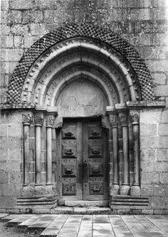 Portal. Fotógrafo: Mário Novais, 1899-1967. Orientador científico: Mário Tavares Chicó, 1905-1966. Data aproximada da produção da fotografia original: 1954.  [CFT015.016.ic]